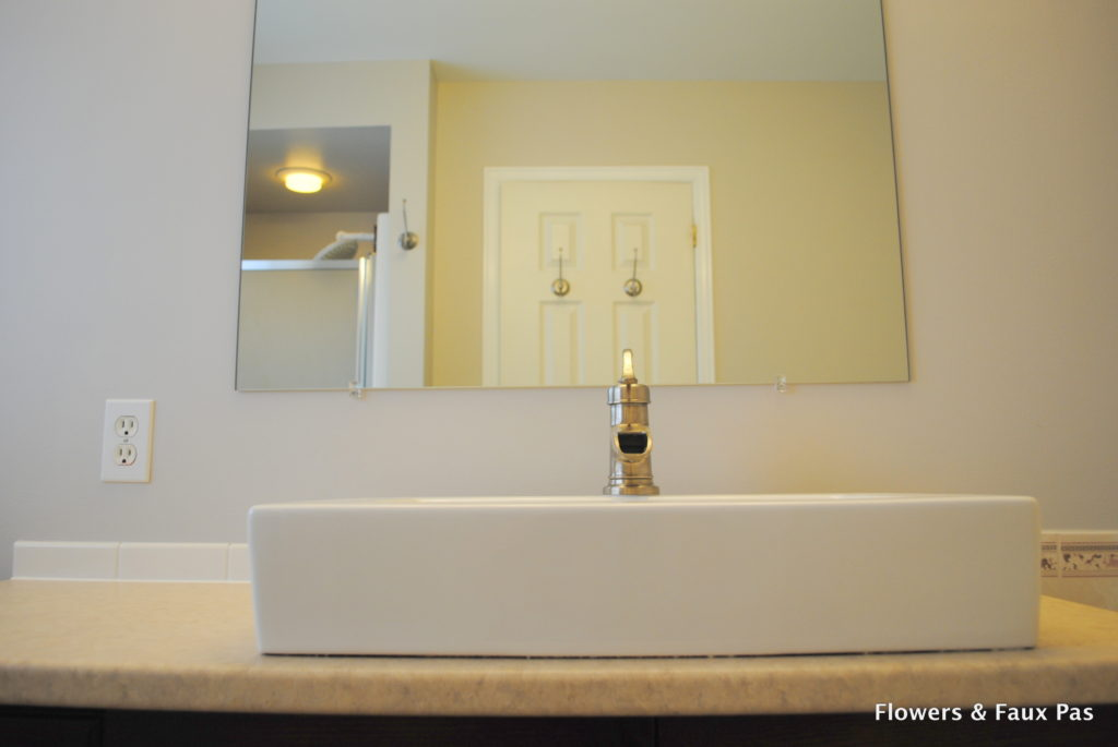 Bowl sink and waterfall faucet